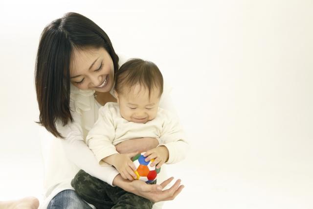 刺激BB腦部發育 醫生教你選擇0-6個月大BB玩具_黃巴士_方秀儀
