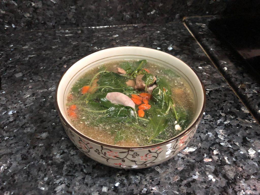 【湯水食譜】辣椒葉豬肝粉腸瘦肉湯_黃巴士