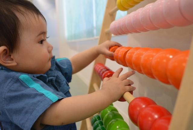研究-玩具-影響-注專力-創造力_黃巴士