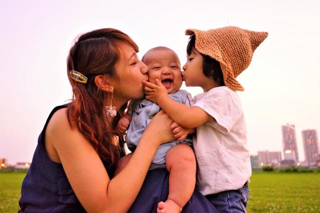 研究:聞BB味令媽媽產生幸福感_黃巴士